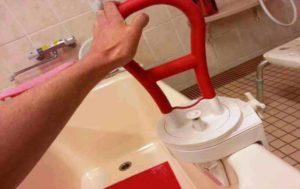 福祉用具の浴槽用手すりの設置例