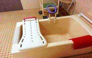 入浴動作にバスボード設置例