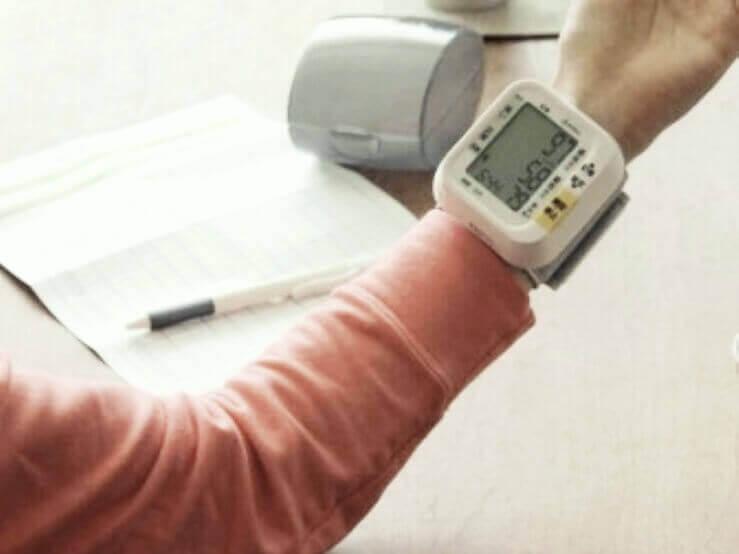 手首型血圧計と上腕式血圧計の誤差や精度の違いの原因
