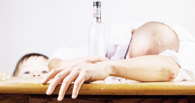 アルコール依存症の症状・経過・治療 家族・介護職が行う支援