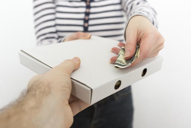 軽減税率の対象品目宅配ピザなど