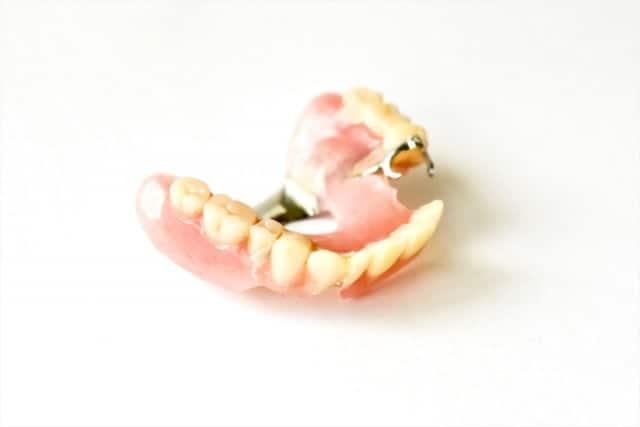 食事の直前、義歯を外してしまった認知症の方への声かけの事例